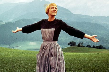 Julie-Andrews-as-Maria-the-sound-of-music-40252720-500-331